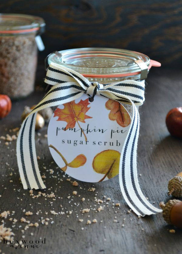 Pumpkin Pie Sugar Scrub & Free Printable | Great for creating your own home spa or make up a batch for easy DIY holiday gifts. Homemade is best. | See more on TodaysCreativeLife.com