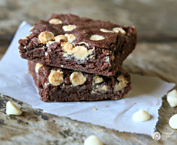 Brownie Recipe | Delicious homemade brownies anytime you want them! Made with your own homemade brownie mix you store ahead of time! | TodaysCreativeLife.com