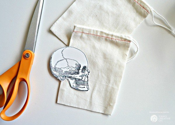 DIY Halloween Goodie Bags by BoxwoodAvenue.com for TodaysCreativeLife.com   Perfect for handing out special treats or use for a great Halloween party goodie bag. Easy iron on transfers make them extra spooky!