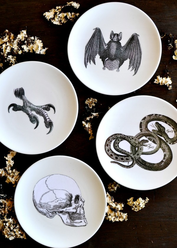Make+your+own+silhouette+plates+-+would+be+so+cool+to+personalize+for+a+Halloween+party!+From+boxwoodavenue