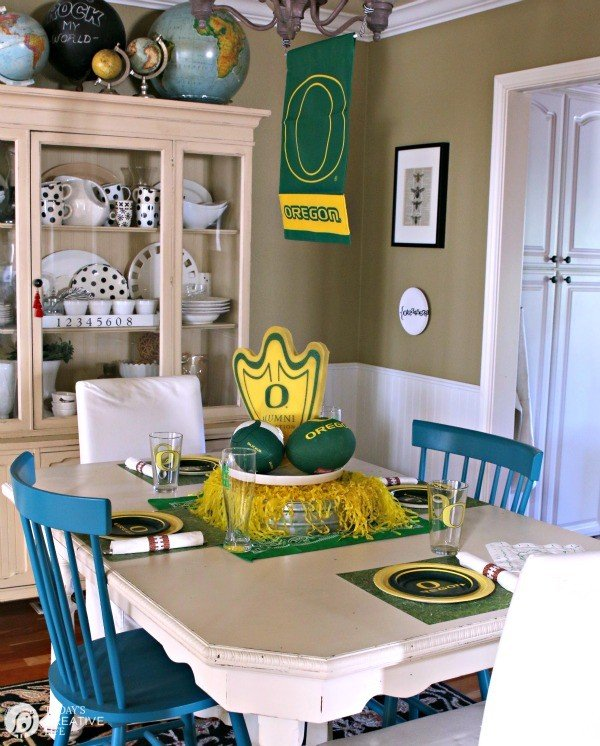 Printable Football Napkin Rings | Free football printables for easy game day celebrations. | See more on TodaysCreativeLife.com