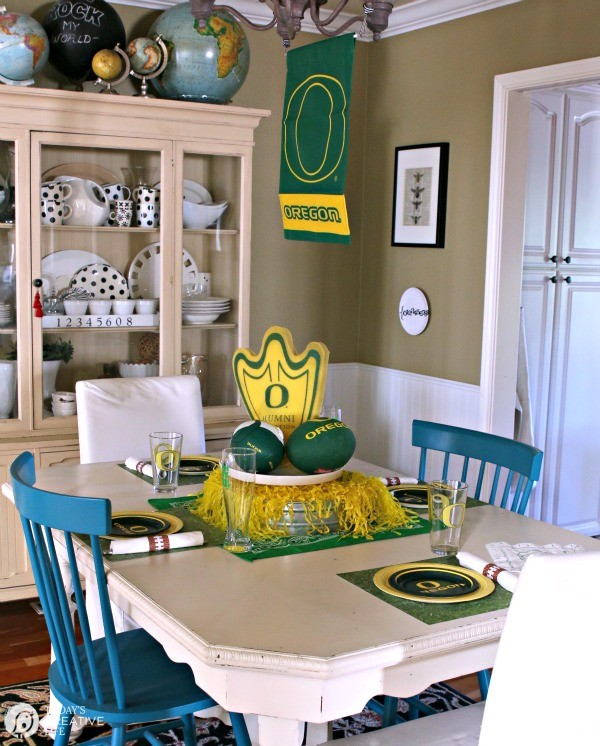 Printable Football Napkin Rings | Take Back the Table Pledge with Vanity Fair Napkins | Plan a football theme dinner with my Game Day Taco Salad | See more on TodaysCreativeLife.com
