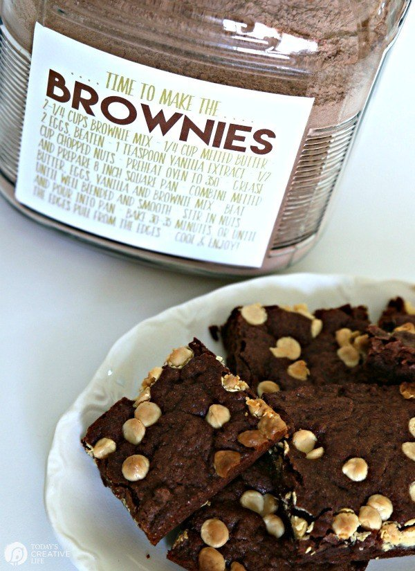 Brownie BETTER THAN BOX Mix | Never run out of brownie mix again! Make your own brownie mix for making brownies anytime. Use 2 1/4 cups for the perfect recipe! Free printable label, which makes it easy for homemade gift ideas | See the recipe on TodaysCreativeLife.com