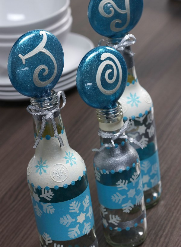 DIY Christmas Stenciled Bottle Craft by Amy Anderson | Bring on the glitter for this Easy DIY recycled bottle craft | See the full tutorial on TodaysCreativeLIfe.com