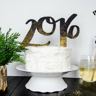 DIY 2016 Cake and Drink Toppers by LemonThistle for TodaysCreativeLife.com   Ring in the new year with edible glitter and your Cricut Explore! See the full tutorial on TodaysCreativeLife.com