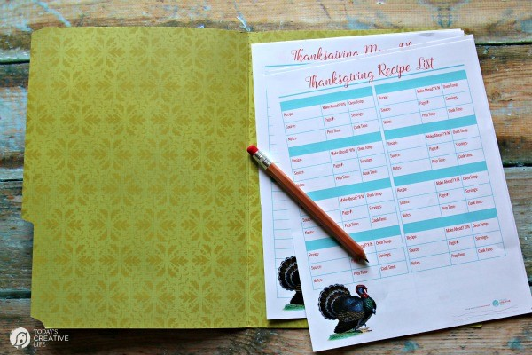 Thanksgiving Prep Printables | Get organized for your holiday dinner with these 5 free printables. Thanksgiving Cooking Schedule, Thanksgiving Menu Plan, Thanksgiving Guest List, Thanksgiving Recipe List. Get your free printables on TodaysCreativeLife.com