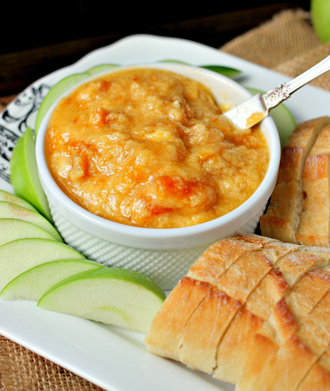 Slow Cooker Apricot Brie Dip on TodaysCreativeLife.com