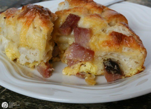 Breakfast Casserole Recipe made with Biscuits, egg, ham and cheese! This pull apart breakfast bread is easy to make and delicious to eat! Great for left over ham! See the recipe on TodaysCreativeLife.com