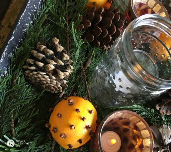 Orange Clove Natural Holiday Centerpiece | If you're looking for a simple, yet beautiful holiday decorations, here you go! Look to nature for your easy decorating solutions. It's fragrant and classic. See more on TodaysCreativeLife.com