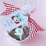Valentine Treats are easy with these heart shaped brownie bites & adorable free printable owl gift tags. See more by clicking on the photo. TodaysCreativeLIfe.com