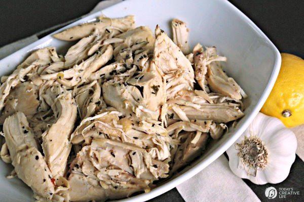Crock Pot Lemon Garlic Chicken Recipe | TodaysCreativeLife.com