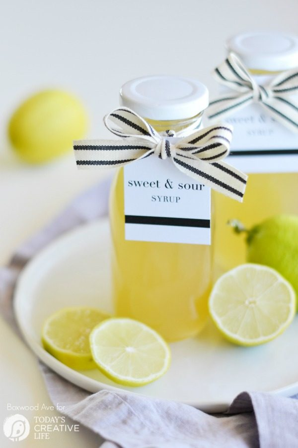 Homemade Lemon Syrup & Printable Gift Tags | Using the Cricut, you can create stylish gift tags for this delicious Lemon sweet and sour syrup. Homemade gifts are always welcome. Get your free design on TodaysCreativeLife.com