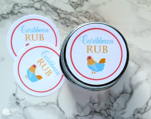 Homemade Caribbean Rub | Let's kick it up a notch! This homemade grilling rub is great on chicken and shrimp. Makes a great diy gift idea for Father's Day, or the holidays for the griller in your family. Get the recipe and free printable labels on TodaysCreativeLife.com