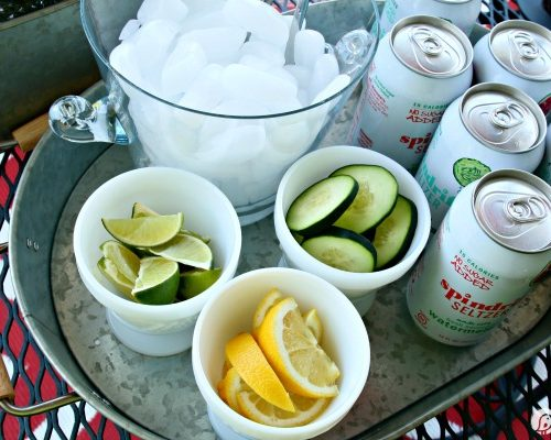 Easy Entertaining Drink Station for busy moms who also crave a little creativity. Simple tips for summer entertaining on the patio. See more on TodaysCreativeLife.com