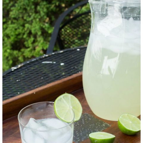 Limeade Homemade Recipe | Fresh easy and homemade recipe for limeade. Summer Drinks | TodaysCreativeLife.com