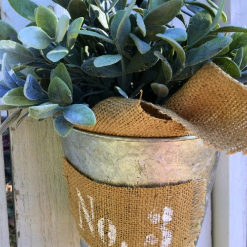 Farmhouse Galvanized Bucket   Get that farmhouse look with thrift store finds. See more on TodaysCreativeLife.com