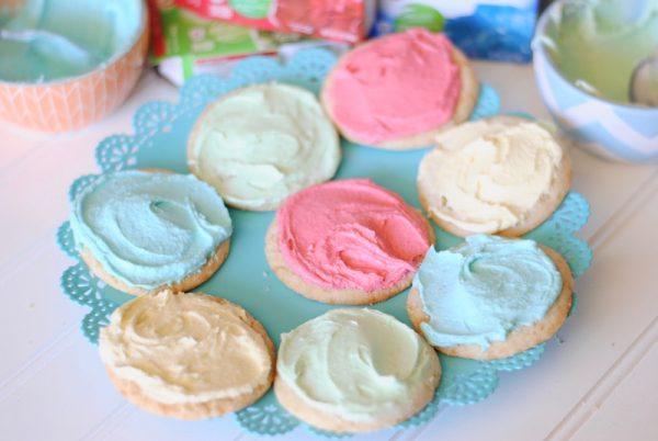 Jello Frosted Cookies | The best sugar cookies have the best frosting and when you make it with Jello, it's EASY! Reasons To Skip the Housework shared this recipe for Celebrate Summer Series on TodaysCreativeLife.com