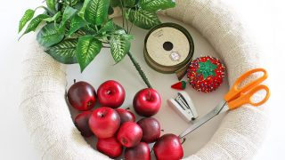DIY Interchangeable Apple Wreath