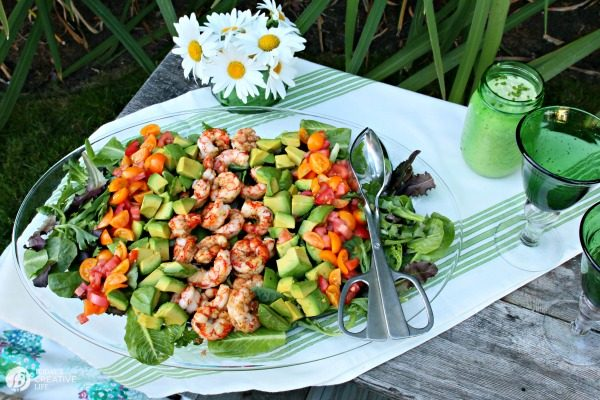 20 Delicious Salad Recipes | This Shrimp Avocado Salad is so easy to put together!