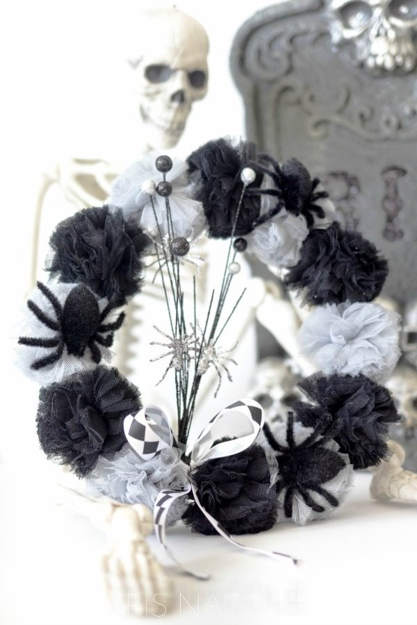 DIY Craetive Halloween Decorations | Here's a tutorial for a fun halloween wreath. Click the photo for instructions. Today's Creative Life