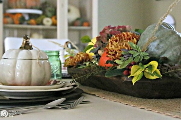 Easy Fall Table Decor | Create a beautiful autumn tablescape that's great for October through Thanksgiving. Create this easy centerpiece with natural elements from your yard. Click the photo for more ideas. TodaysCreativeLife.com