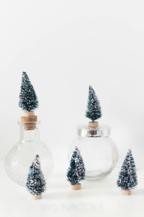 DIY Bottle Brush Cork Topper | Bottle Brush Crafts for Christmas. Make this bottle topper for jars and bottles. See the tutorial on TodaysCreativeLife.com