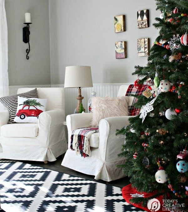 Decorating for Christmas | Simple holiday decor using traditional Christmas colors. See more ideas on TodaysCreativeLife.com