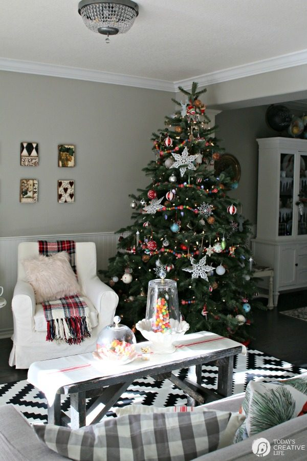 Decorating for Christmas | Simple and stylish ways to decorate for the holidays.