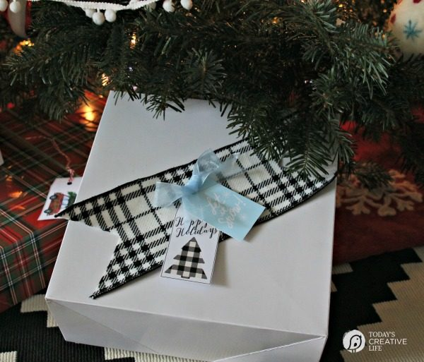 Free Holiday Gift Tags | Free Printable holiday tags for easy gift wrapping. I've got SO many free printable gift tags! Choose your style! TodaysCreativeLife.com