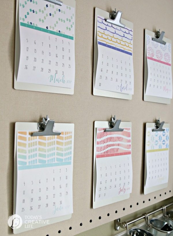 Free Printable Calendar 2017 | download this colorful graphic free printable 2017 calendar from TodaysCreativeLife.com