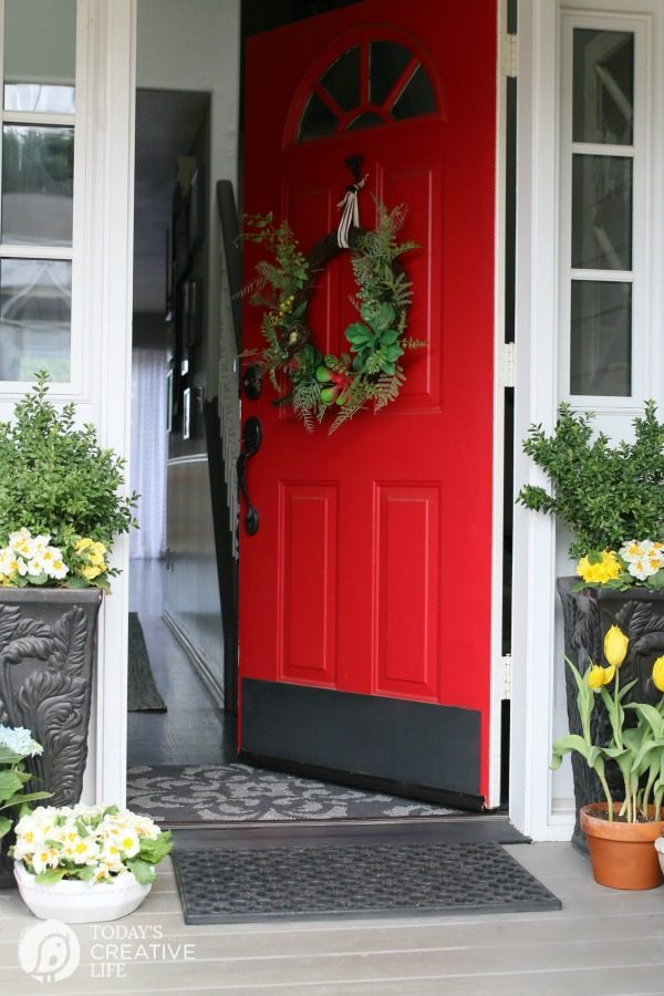 Front Porch Ideas | Decorating your porch for spring. TodaysCreativeLife.com
