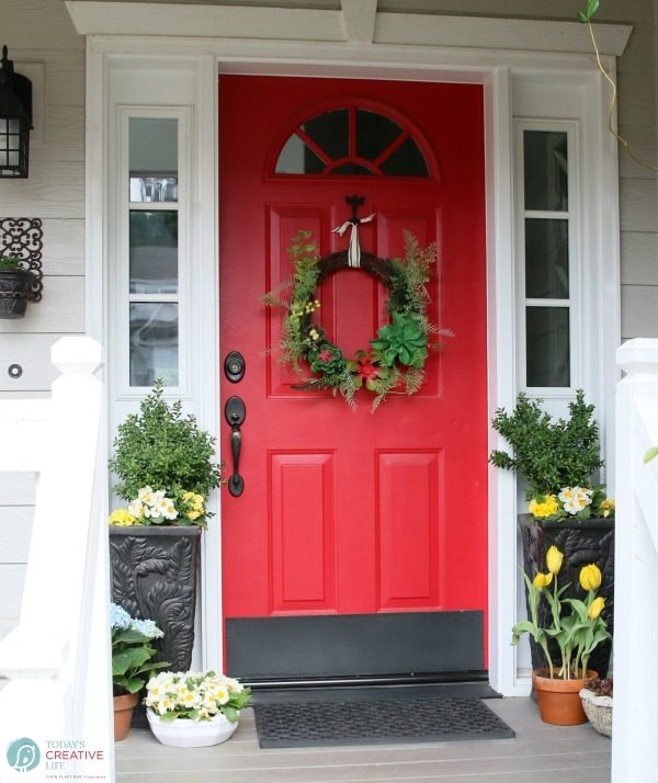 Front Porch Ideas | Decorating your porch for Spring. Small front porch simple DIY decorating ideas for spring. TodaysCreativeLife.com
