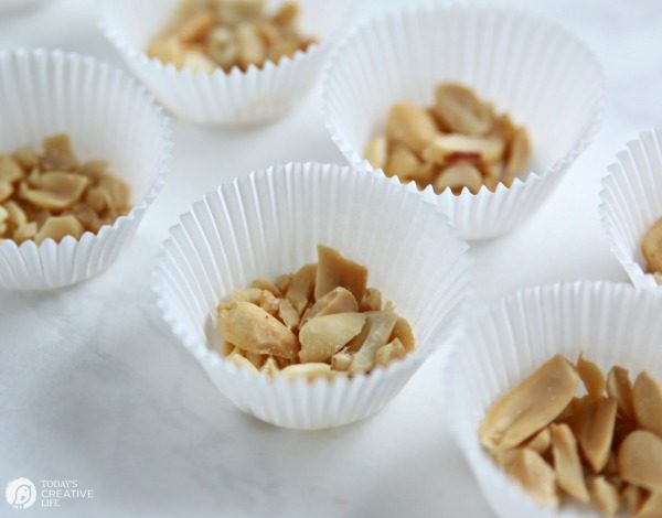 Coconut Oil Chocolate Peanut Butter Bites | making clean eating peanut butter cups. TodaysCreativeLife.com