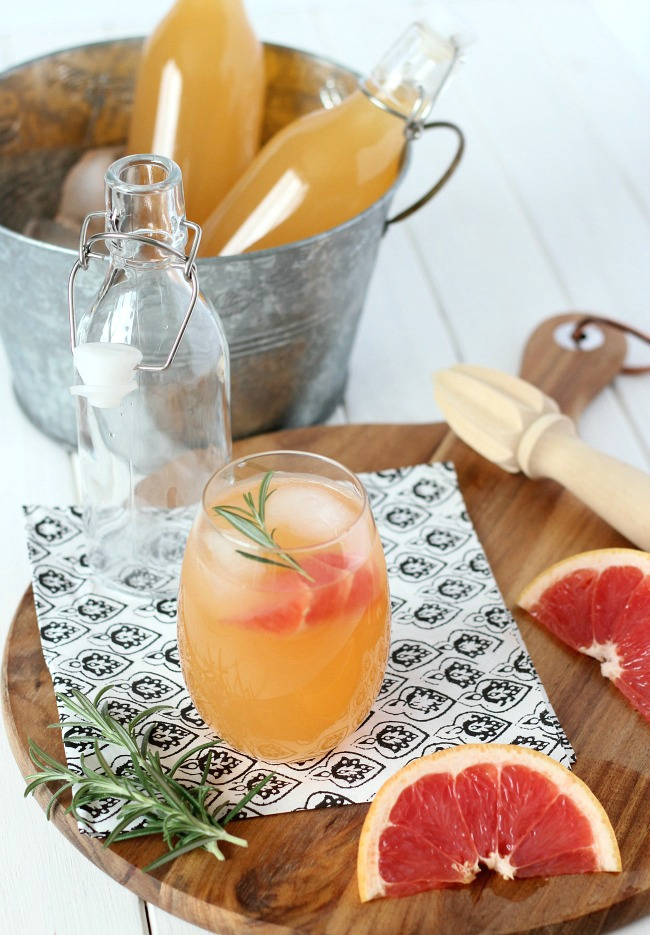 Fresh Grapefruit Spritzer Cocktail Recipe | Refreshing, Summer cocktail made with Rum or Vodka and your favorite sparkling water. Satori Design Living for TodaysCreativeLife.com