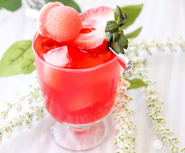 Strawberry Wine Sipper with Mini-sicles