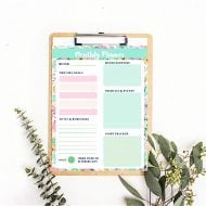 Monthly Planner Printable Summer Theme | This free and stylish floral design will help keep you organized. Download and print as many as you need.