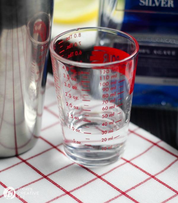 How to make a cocktail   TodaysCreativeLife.com