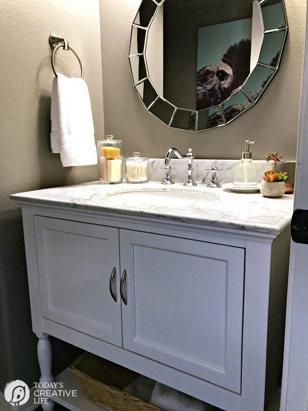 Bathroom Decorating Ideas | Ideas for decorating a small bathroom on a budget | Simple bathroom accessories for simple decor ideas | See more by clicking on the photo | TodaysCreativeLife.com