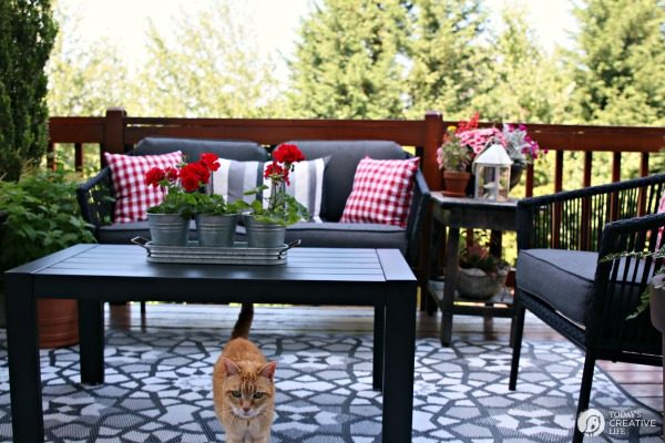 Simple patio decorating ideas home design ideas and pictures for Simple patio decorating ideas