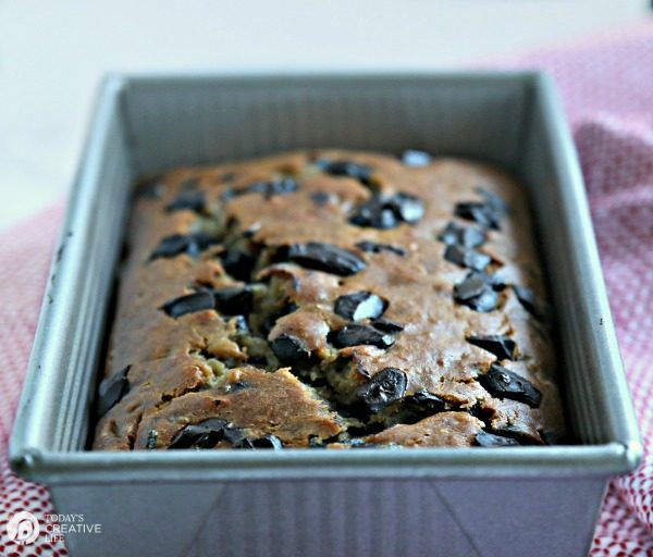 Buttermilk Banana Bread with Chocolate Chips | TodaysCreativeLife.com