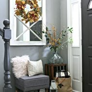 Small Entryway Decorating Ideas | TodaysCreativeLife.com