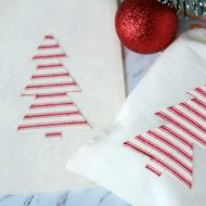 Heat N Bond Holiday Gift Bags | Cotton draw string bags with iron-on Christmas Tree | DIY Christmas Craft | Gift Wrapping Idea | TodaysCreativeLife.com