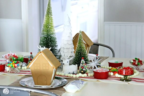 Gingerbread house decorating party | TodaysCreativeLife.com