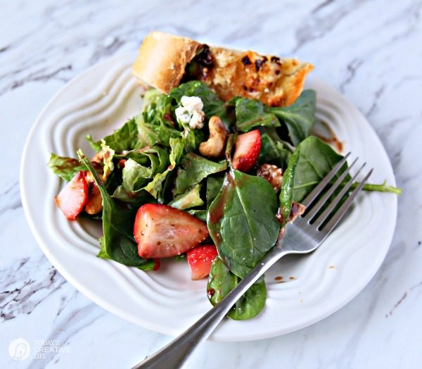 Strawberry Gorgonzola Salad with Cashews | Topped with homemade vinaigrette, loaded with spinach, romaine and Flavor! TodaysCreativeLife.com