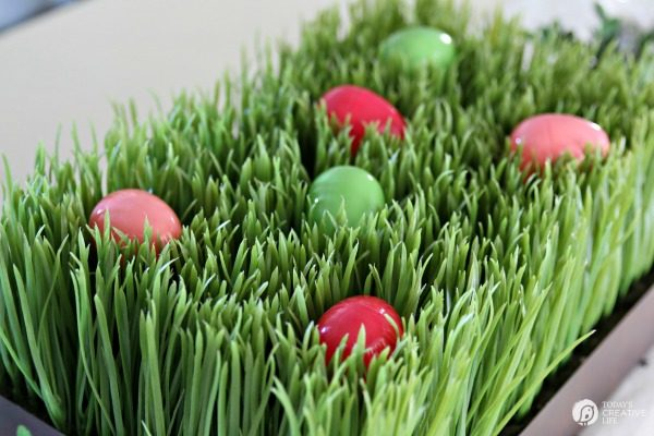 Easy Easter Table Centerpiece   Easter Decorating Ideas   Budget friendly Decor   Easter Table Ideas   TodaysCreativeLife.com