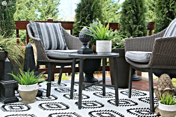 Easy Patio Decorating Ideas | Patio Refresh Easy Ideas | Simple outdoor deck & patio decorating ideas | budget friendly | Outdoor living | TodaysCreativeLife.com
