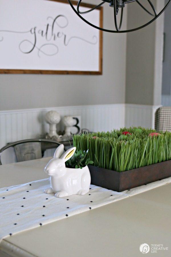 Easy Easter Table Ideas   TodaysCreativeLife.com