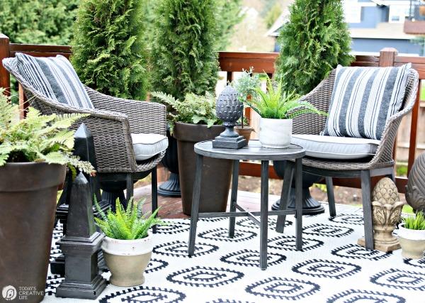 Easy Patio Decorating Ideas | Patio Refresh Easy Ideas | Simple outdoor deck & patio decorating ideas | budget friendly | Outdoor living | TodaysCreativeLife.com