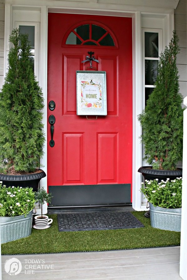 Simple Porch Decorating for Spring | Decorate your Front Porch | DIY Decorating | Budget Friendly Decor | Porch decor ideas | TodaysCreativeLife.com