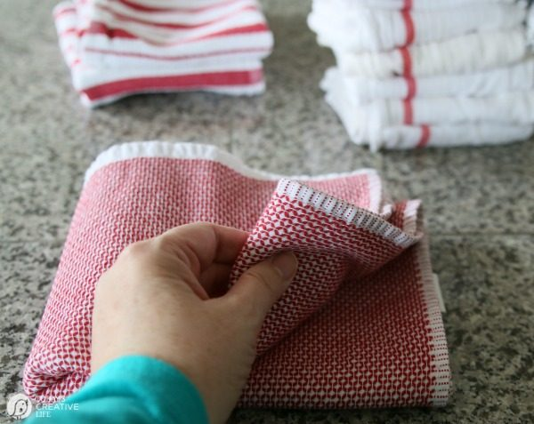Simple Organizing Solutions for Kitchen Linens | Organizing kitchen drawers | Simple organizing ideas for your kitchen | TodaysCreativeLife.com